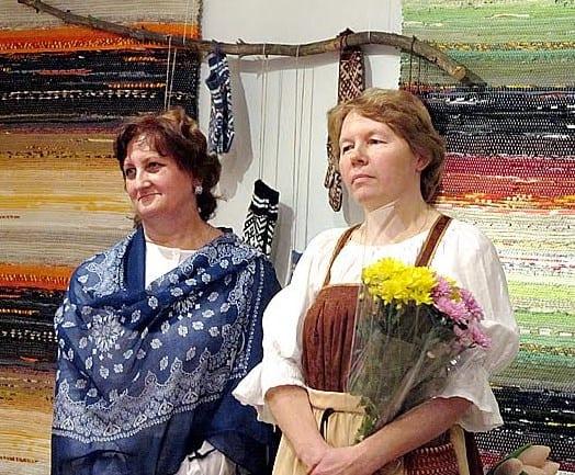 Председатель Гильдии мастеров Карелии Татьяна Ваян (слева) и руководитель творческого объединения Татьяна Юшина