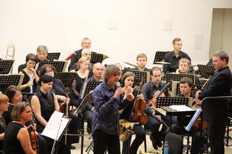 Аркадий Шилклопер на концерте в Карельской филармонии. Фото Марины Трубиной