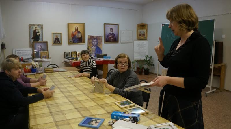 Занятие ведет волонтер Ксения Полякова