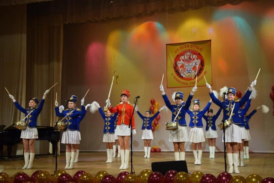 Ансамбль барабанщиц Ломоносовской гимназии