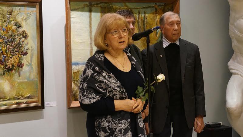 Самые душевные слова в адрес двух капитанов на вернисаже прозвучали от Нины Кукшиевой, вдовы художника