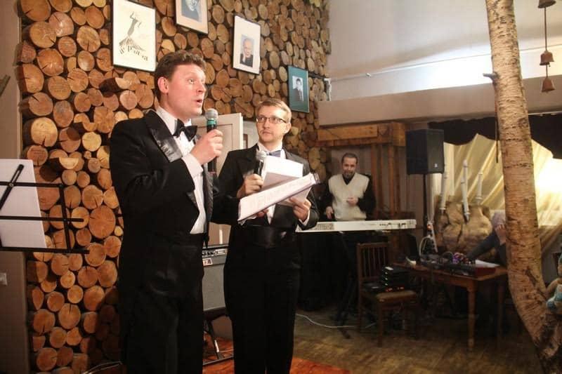 Ведущие Александр Картушин из театра Ад Либерум и Олег Романов из Театра кукол