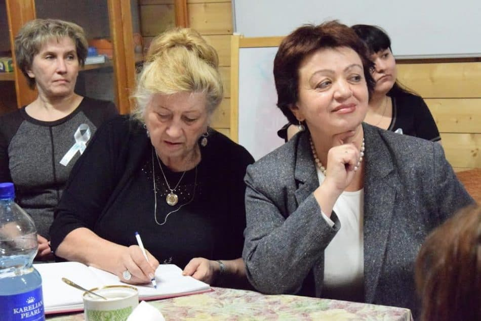 Марина Петровна Гурьянова (справа)