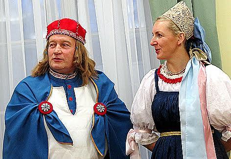 Паккайне и куратор выставки, научный сотрудник музея Татьяна Бердашева