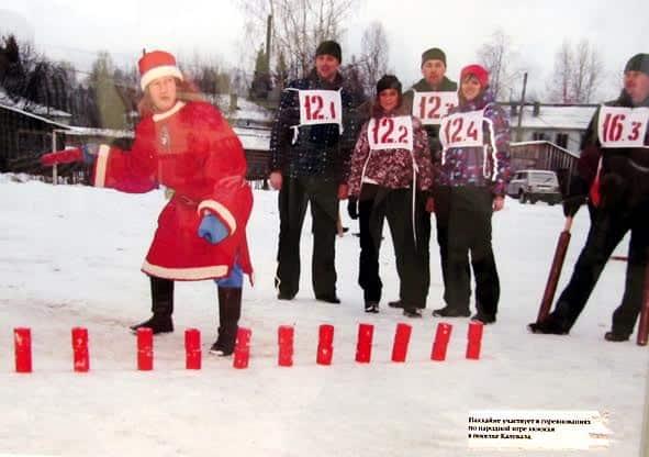 Паккайне участвует в соревнованиях по народной игре кююкке в Калевале. Фото с выставки