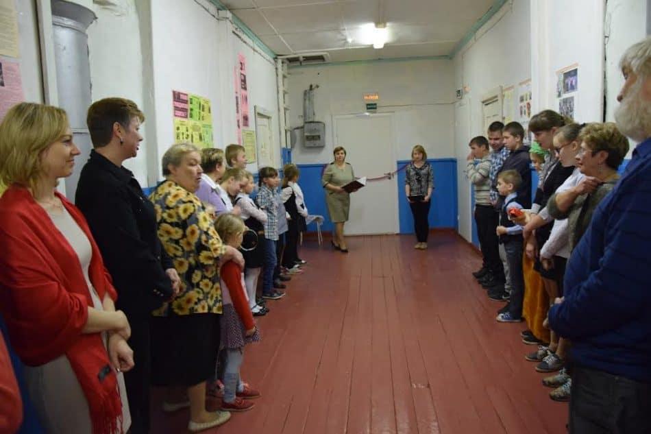 Праздник для всей школы подготовили замдиректора Леся Ивановна Лазарева и учитель физкультуры Владимир Анатольевич Паппинен