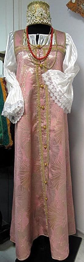 Любовь Носова (студия «Модный взгляд). Девичий праздничный костюм. Косоклинный сарафан, рубаха, повязка. Парча, шелк, стеклярус
