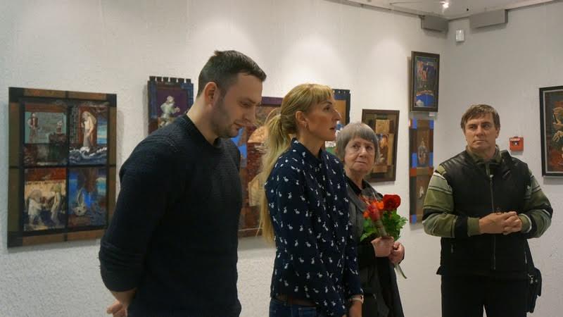 Слева направо: сын художника Филипп, дочь Ксения, Эйла Тимонен, председатель Союза художников РК Владимир Баландин