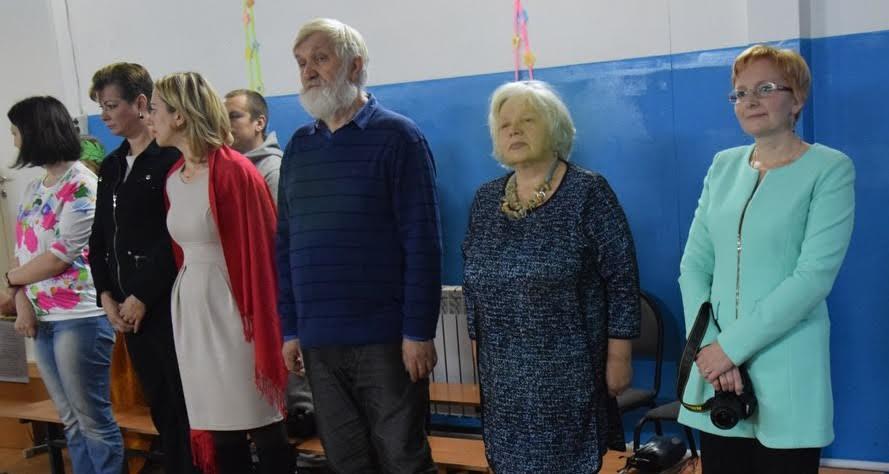 В центре сын Ортье Степанова Михаил и его жена Ольга