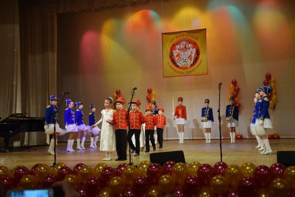 Воспитанники гимназии открыли праздничный концерт