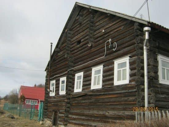 Дом, в котором я получила первые уроки прядения и ткачества, пока еще жив, но уже принадлежит чужим людям