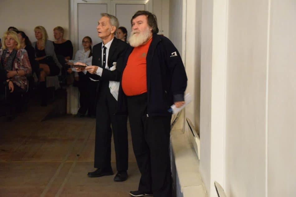 Знаменитый журналист Валерий Хилтунен (справа) - также выпускник 9-й школы. Специально приехал на ее 80-летие
