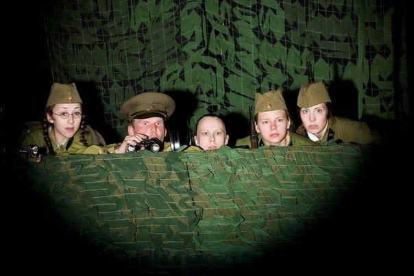"""Молодые актеры Национального театра РК получают на руки не более 11 тысяч рублей. На фото сцена из спектакля """"А зори здесь тихие..."""""""