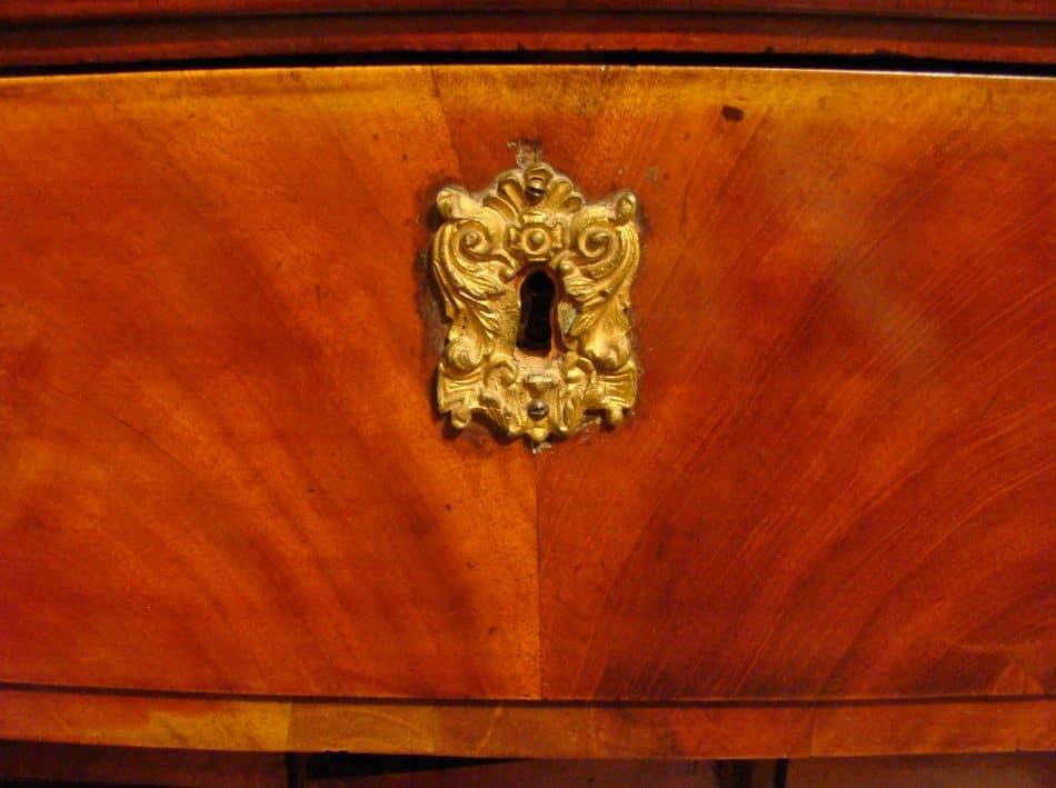 Мой старинный шкаф - бюро, наследство от предков.