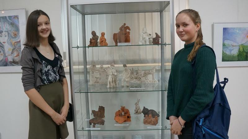 Анна Трошева и Анастасия Дацюк рады, что принимают участие в выставке