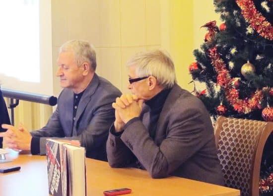 На презентации главный редактор издательства «Острова» Юрий Шлейкин (справа) и Константин Гнетнев
