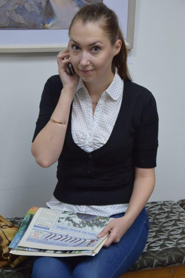 """Мария Дмитриева и ее муж Александр Кривоноженко разыскали в Российской государственной библиотеке первый номер """"Лицея"""", увидевший свет в декабре 1991 года небольшим пробным тиражом, который давно и безуспешно искали"""