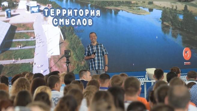 Совет Дмитрия Медведева учителям идти в бизнес признан одним из скандалов года