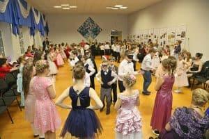 В Финно-угорской школе провели Рождественский бал