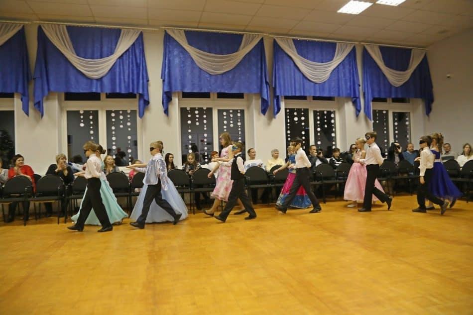 Новогодний бал в Финно-угорской школе. Фото Владимира Ларионова