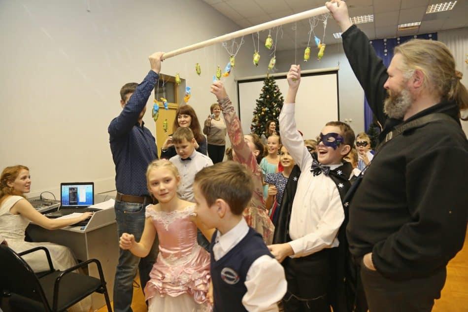 Рождественский бал в Финно-угорской школе. Фото Владимира Ларионова