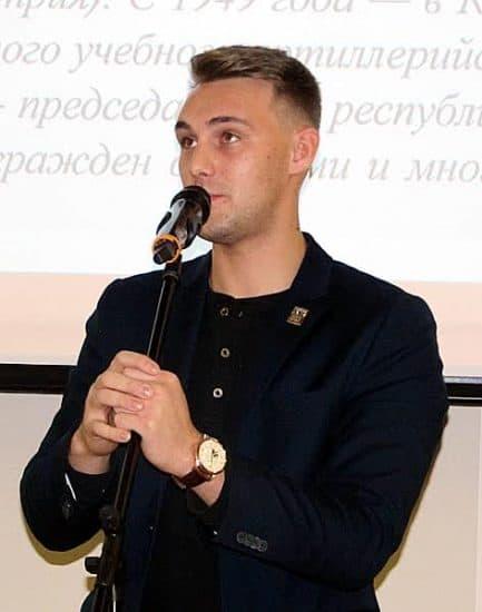 На презентации выступил третьекурсник ПетрГУ Александр Каширин, поэт и спортсмен, обладатель именной стипендии Р. Рождественского 2016 года