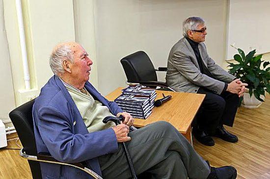 Составители сборника «Сын Веры» поэт Марат Тарасов (слева) и редактор издательства «Острова» Юрий Шлейкин