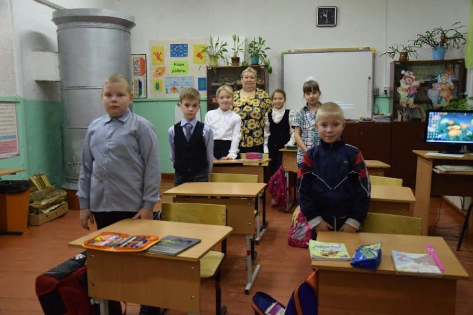 Ученики начальных классов занимаются в одном кабинете