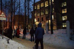 Фото сделано у петрозаводской гимназии год назад, но по сути ничего не изменилось и в этом году