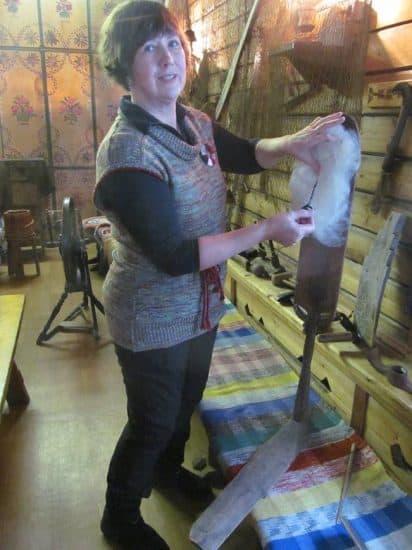 Мастер-класс по обработке овечьей шерсти в «Карельской избе»