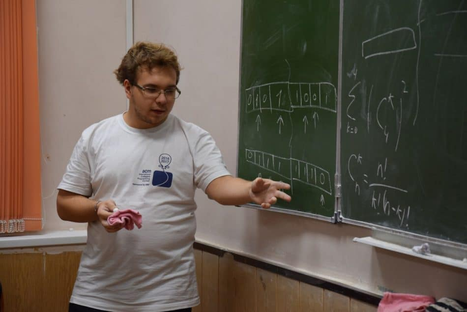 """Руслан Алькин - студент четвертого курса. Когда-то он пришел в кружок """"Математический субботник"""" пятиклассником, а сейчас сам ведет занятия у старшеклассников"""