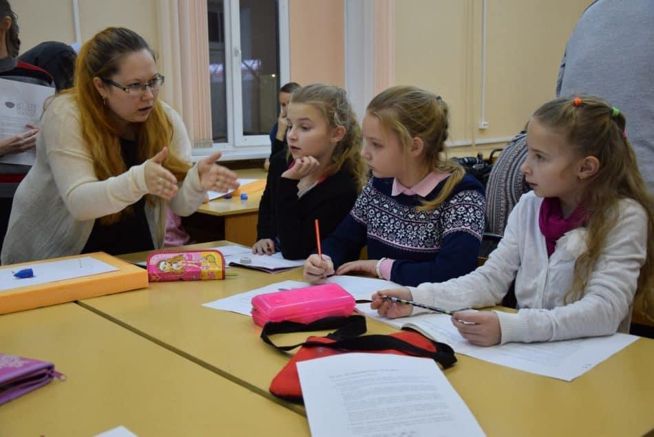 """Евгения Щепетова, магистрант первого года обучения (слева): """"Какую фигуру общиплет коза?"""""""