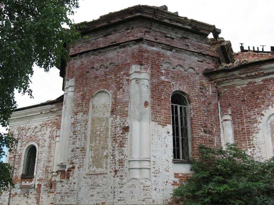 Кирпич братьев Быковых на Кончезерской церкви. Фото Якова Ициксона, 2007 год