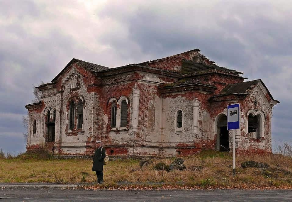 Стены, сложенные артелью Семена Седова. Фото Ирины Романовой, 2009 год