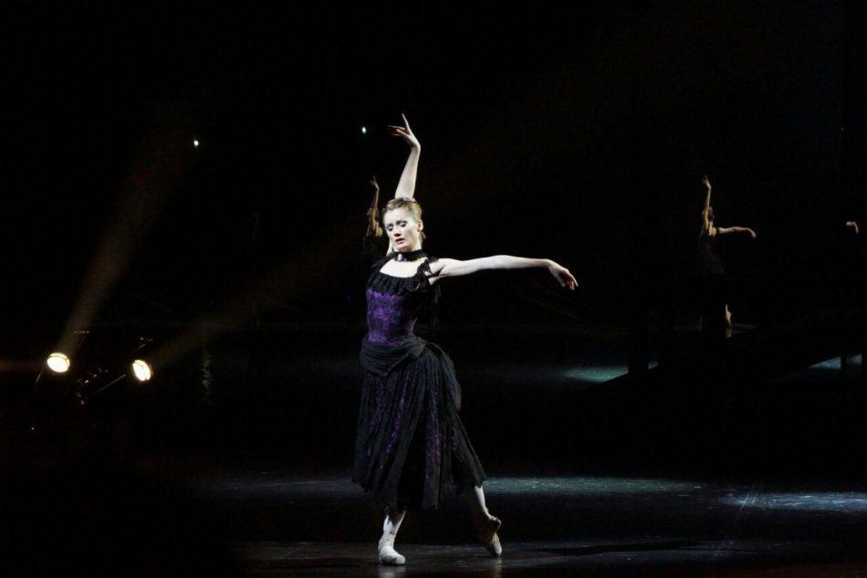 """Елена Чурсина в балете """"Анна Каренина"""". Фото Музыкального театра РК"""
