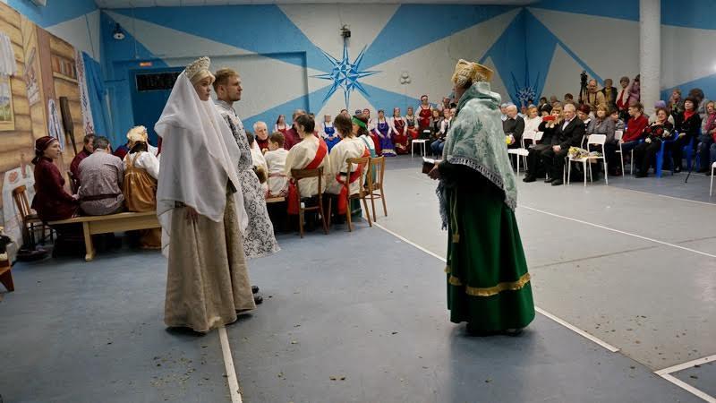 Молодых поздравляет тетушка из Каргополя