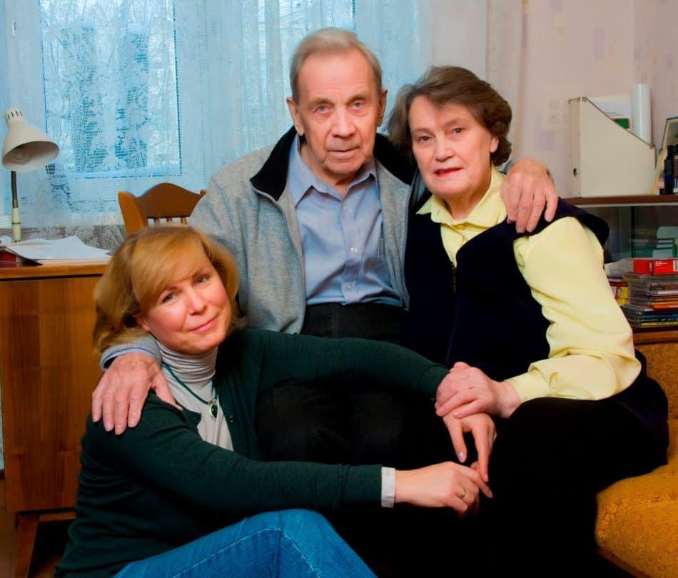 Владимир Петрович Крылов с женой Раисой Ивановной и дочерью Натальей. Фото Виталия Голубева