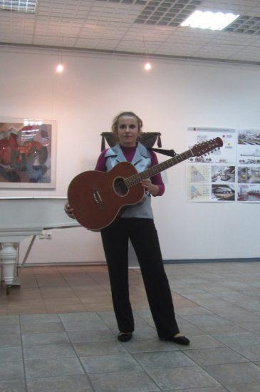 Надежда Бурдукова на авторском концерте в Городском выставочном зале Петрозаводска