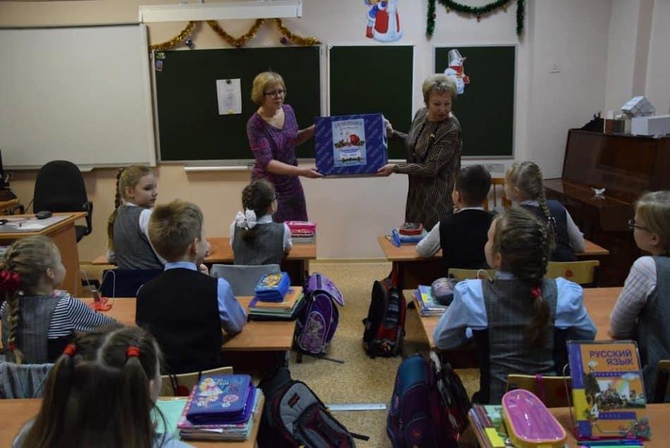 Посылка от Деда Мороза пришла и ученикам 4 класса Ломоносовской гимназии