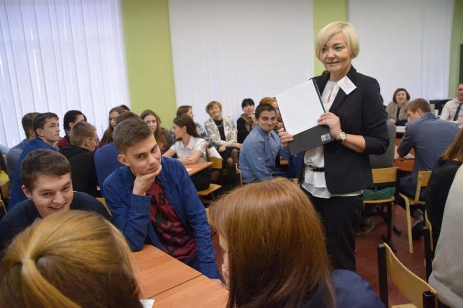 Провела игру преподаватель математики, лауреат республиканского учительского конкурса 2013 года конкурса Елена Никифорова. Фото Марии Голубевой