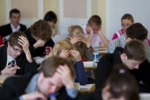 За школьное выпускное сочинение могут начать ставить оценки