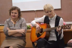 Светлана Артемьева (слева) на встрече в ПетрГУ