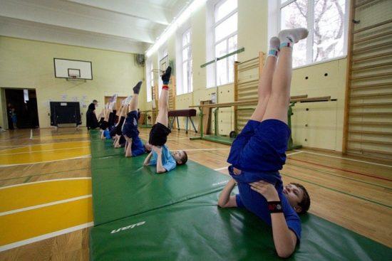Неужели школы добровольно откажутся от оценок по физкультуре? Фото izvestia.kiev.ua
