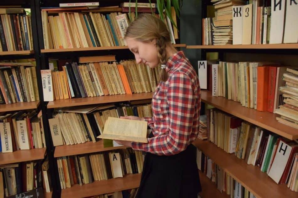 В школьной библиотеке. Фото Марии Голубевой