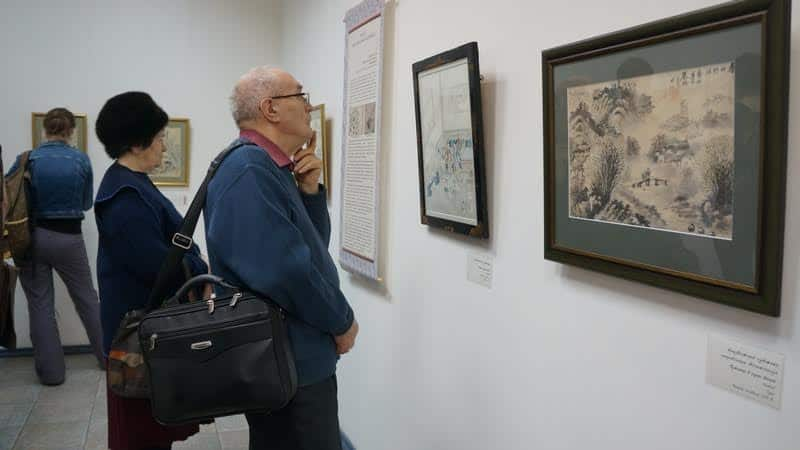На выставке «Картины ускользающего времени. Золотой век японской графики» в Городском выставочном зале Петрозаводска. Фото Ирины Ларионовой