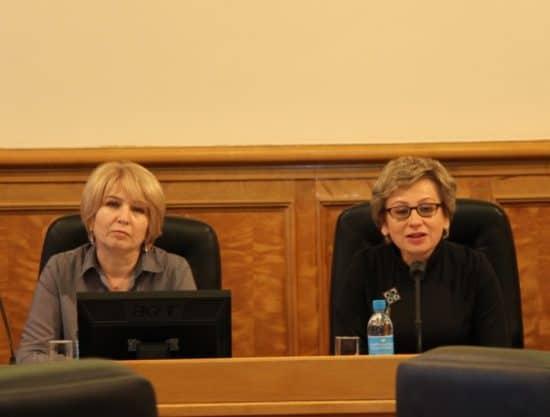 Председатель комитета Лариса Подсадник (справа) и член комитета Галина Гореликова