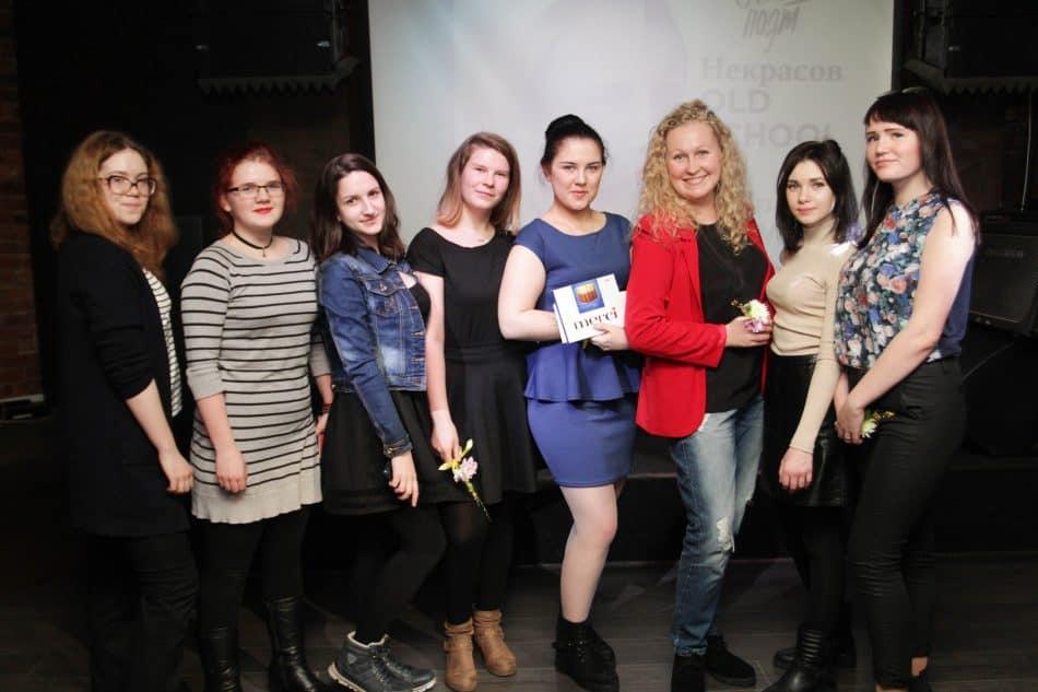 Александра Анискина со студентками