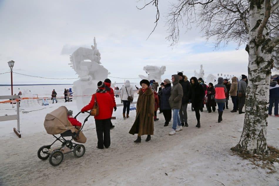 """В 16-й раз на """"Гиперборее"""" провели конкурс ледовых и снежных скульптур"""