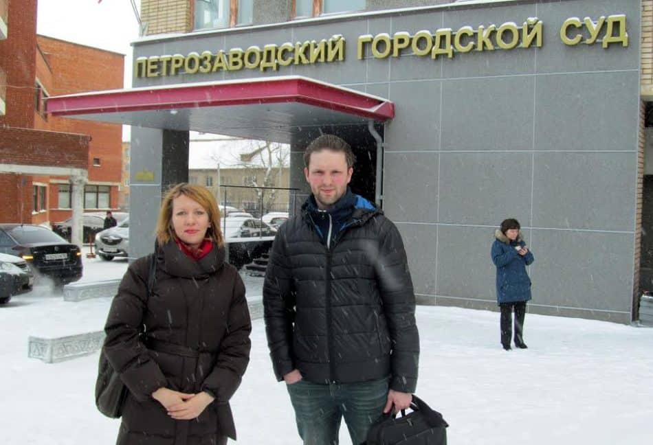 Глеб Яровой и адвокат Наталья Чернова. Фото Марии Дмитриевой