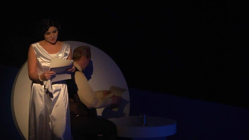 Сцена из спектакля. Булгаков - Сергей Лавренов. Елена Сергеевна - Людмила Исакова